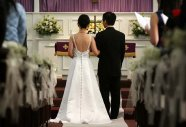 para młoda w kościele